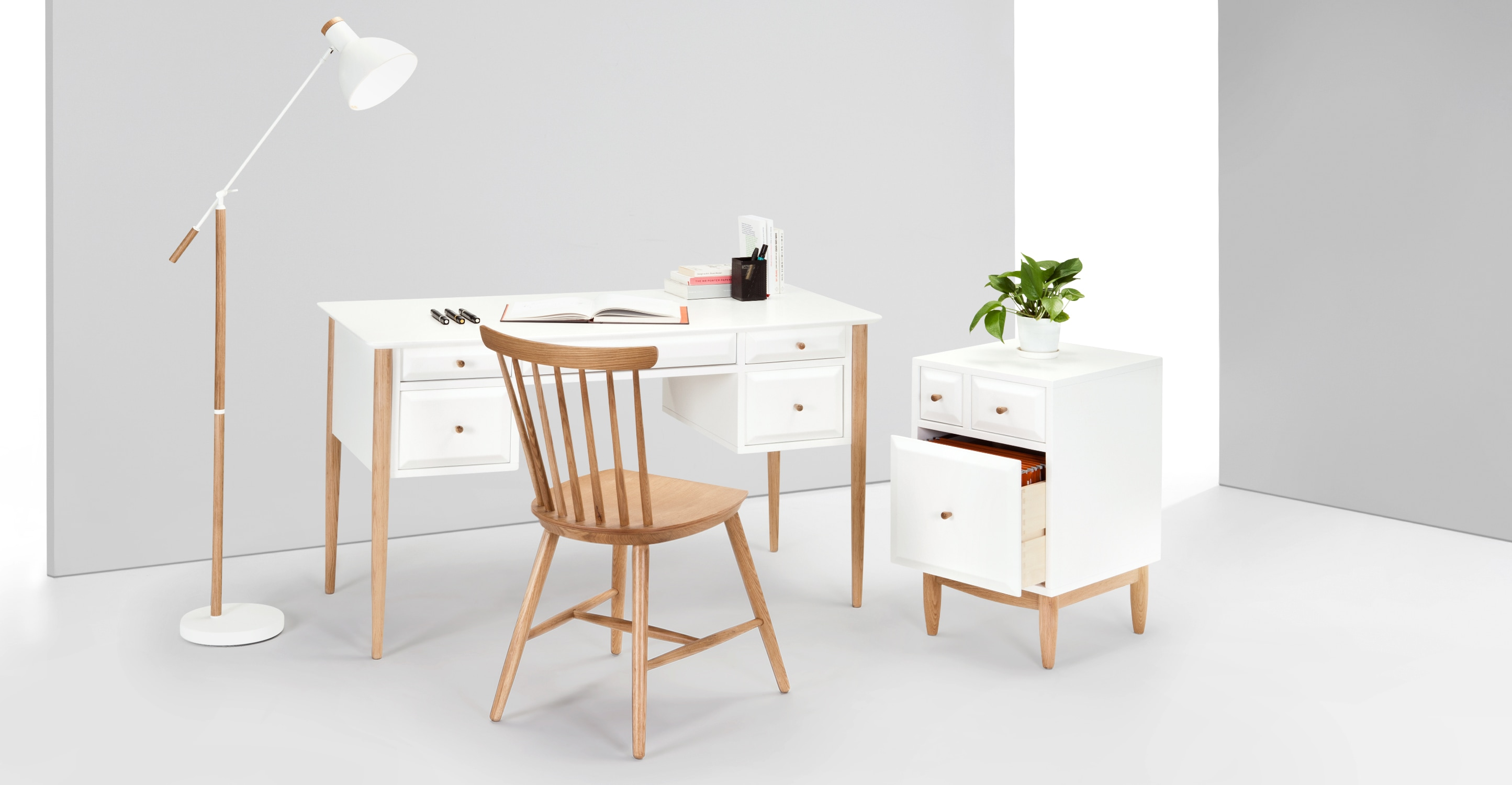 willow bureau ch ne et blanc. Black Bedroom Furniture Sets. Home Design Ideas
