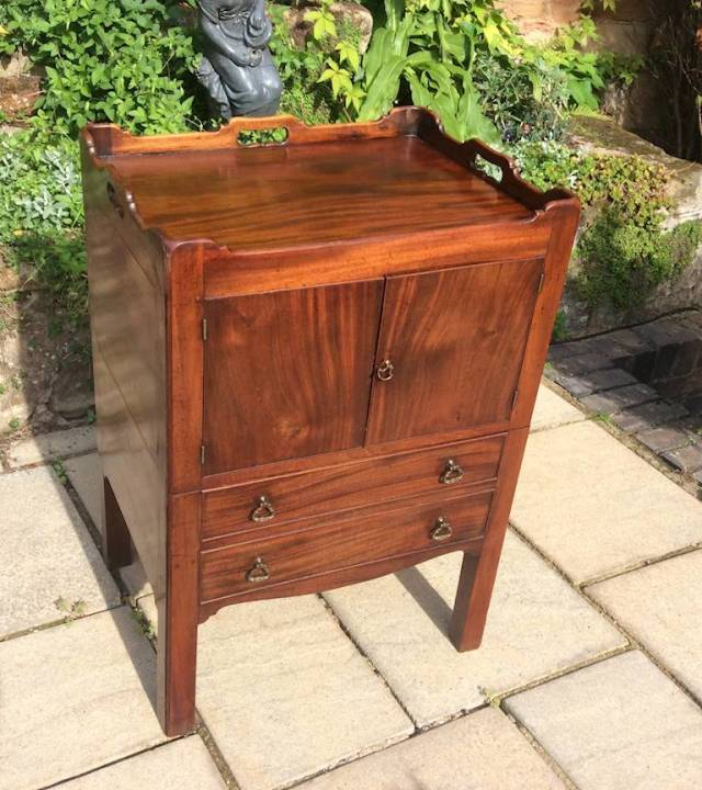 Georgian mahogany nightstand