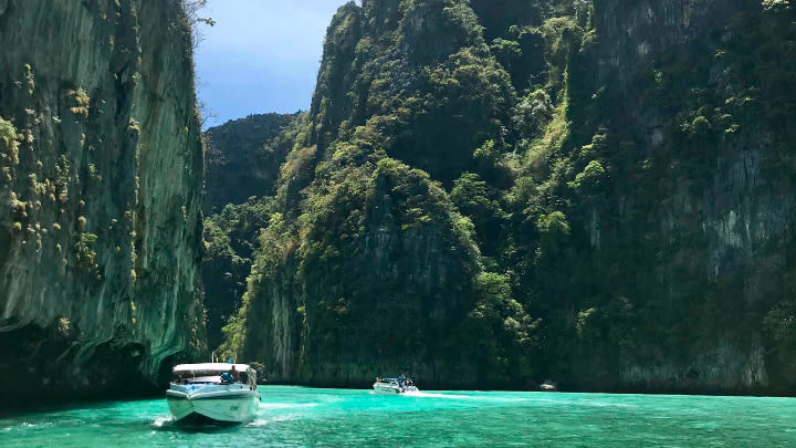 Phi Phi Islands, Phuket (Image uploaded to Reddit by u/WaymarRoyce0).