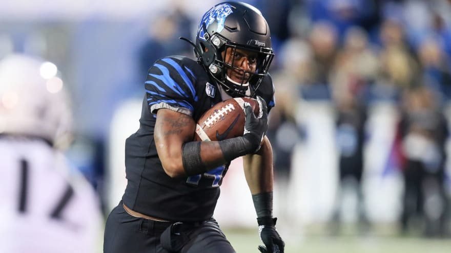 Memphis' Antonio Gibson pulls Barry Sanders-esque spin move on brilliant run