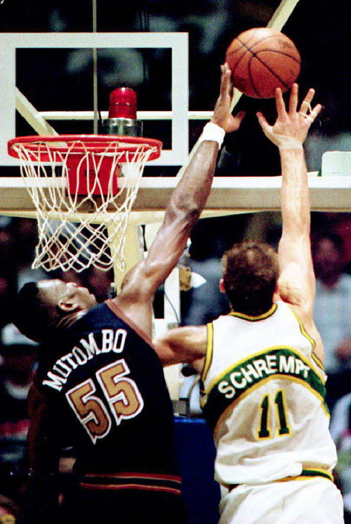 Mutombo, Nuggets rally past Supersonics