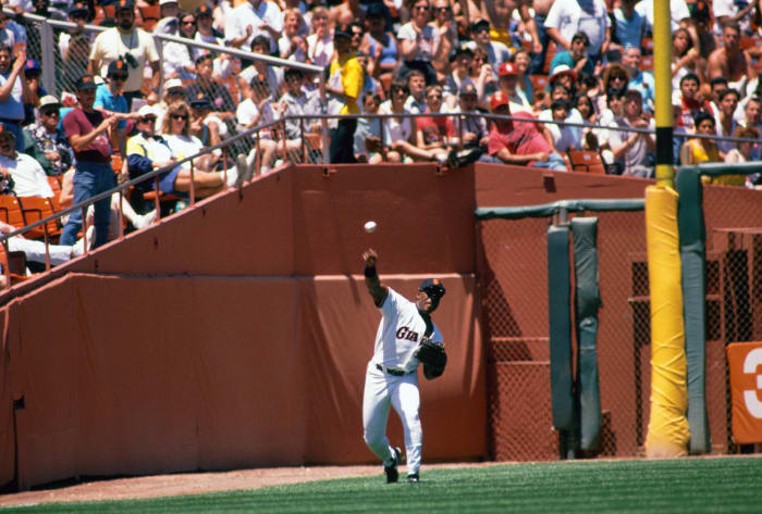 Kevin Mitchell makes a bare-handed catch - on a fly ball