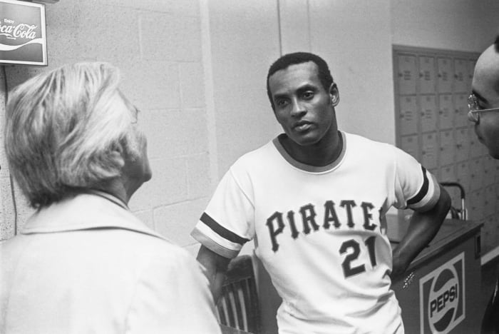 Clemente gets his 3,000th hit