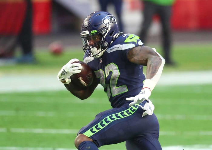Dolphins sign Chris Carson