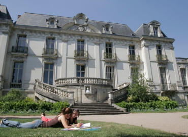 Study Abroad Reviews for Institut de Touraine: Tours - French Language Program