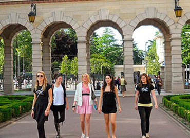 Study Abroad Reviews for Paris Fashion Institute: Paris - Month-long Seminars
