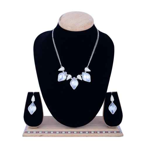 Gems from the Treasure Chest Crystal made with Elemets from Swarovski - Necklace and Earring Set