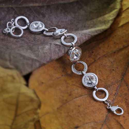 Loopy Rhodium Polished Bracelet made with elements from Swarovski.