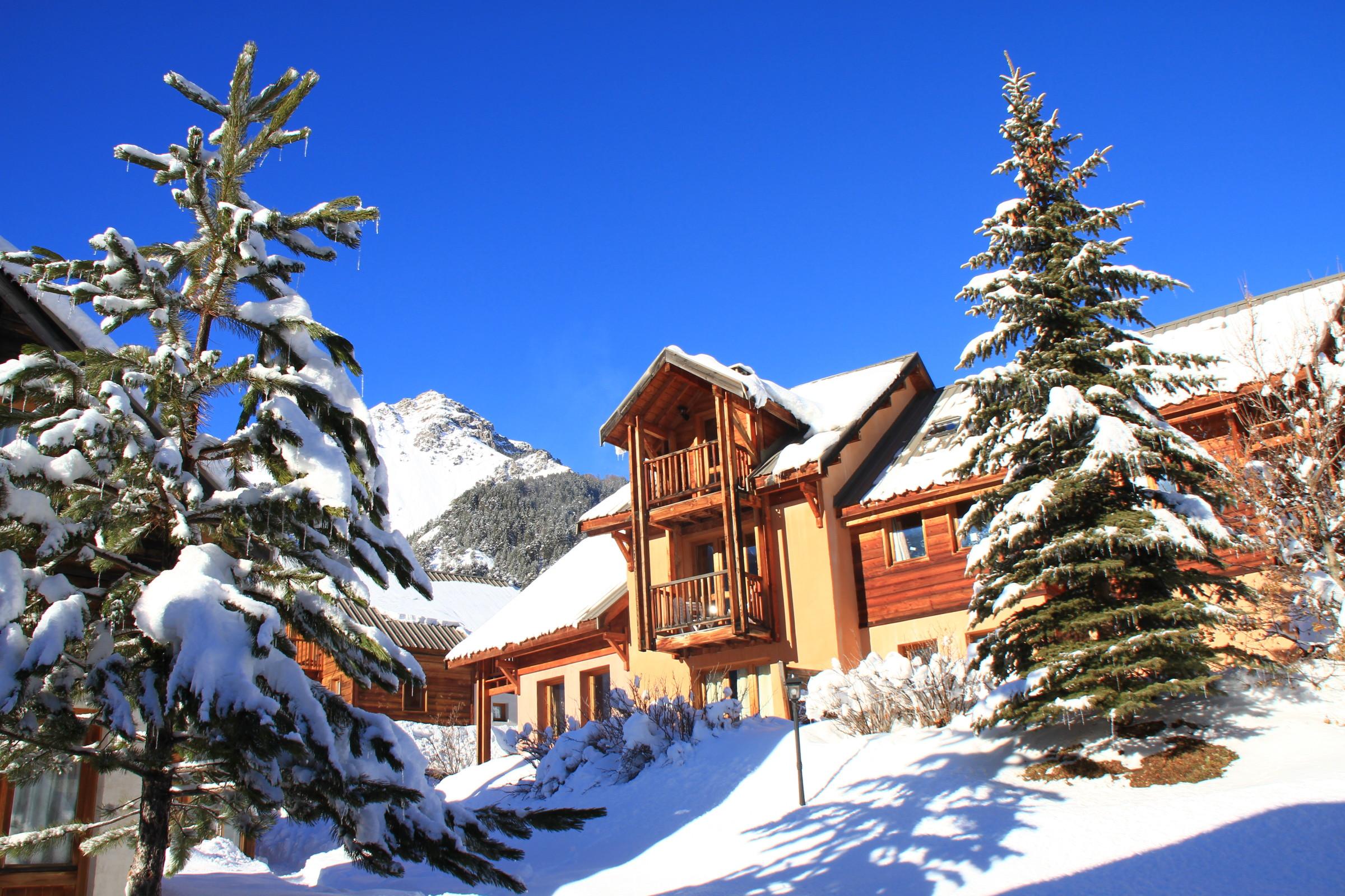 Chalet Le Barl¨t 2 3 pers Hameau des Chazals Nevache Hautes Alpes