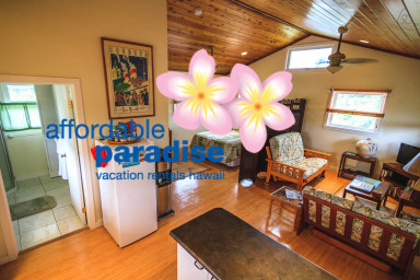 Adorable free standing Palm Cottage with full kitchen