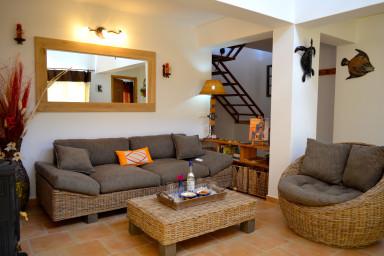 Villa Careta nichée dans les oliviers, paisible pour vacances inoubliables.