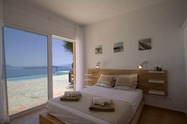 Villas Balcony,7 bedrooms, 2 swimming pools, calm and sea to infinity.