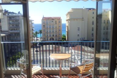 Nyrenoverad lägenhet ett ögonkast från Promenades des Anglais