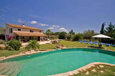 Charmig villa med fantastisk pool