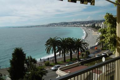 Modernt inredd lägenhet mitt i Nice och