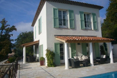 Fantastiskt hus med lyxig inredning och stor terrass