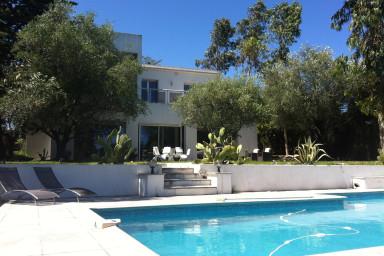 Läcker modern villa med pool i Mougin