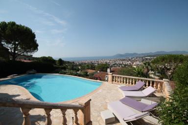 Semester villa med pool och vacker utsikt över Cannes