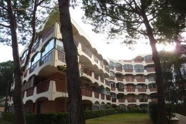 Praktfull lägenhet med modern inredning och gemensam, stor, pool