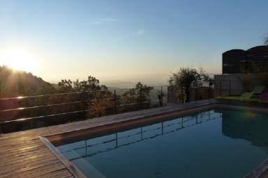 Mycket populär villa med modern inredning och magnifik utsikt