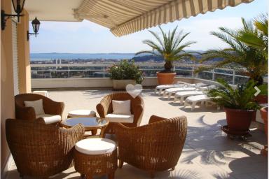 Makalös takvåning med fantastisk utsikt över Medelhavet