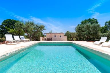 Trulli Prima Pietra: Mansion with Trulli and Private Pool