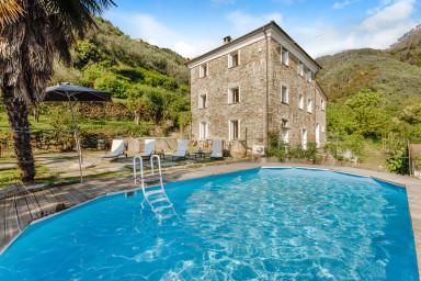 Charmig villa med mycket karaktär och pool