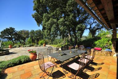 Traditionell semester villa med pool i La Garde Freinet