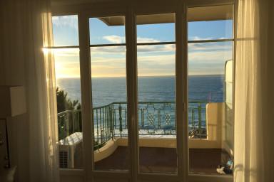 Topprenoverad lägenhet med makalös havsutsikt