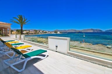 Vacker nyrenoverad villa med panorama vy över havet