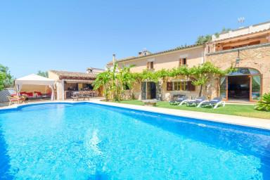 En härlig och rustik villa med pool för lata dagar