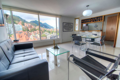 Bright & Stylish Mountain Views next to Zona Rosa