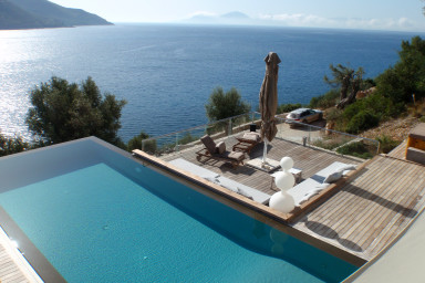Villa Doukato- exclusive on Vassiliki bay with private dock, infinity pool.