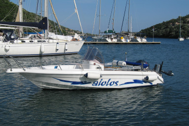 Rent our Speed boat to discover and enjoy the near by islands!