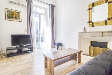 1 BR at the heart of La Banane, nice and bright, 100 meters from the palais