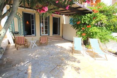 Appartement 2 pièces avec grande terrasse et amarrage 11m
