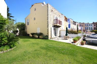 Superbe maison d'angle en pierres avec jardin et amarrage