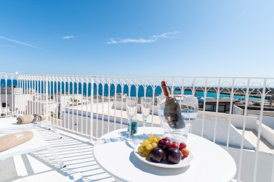 Maiolica House: historic apartment with sea view terrace in Monopoli