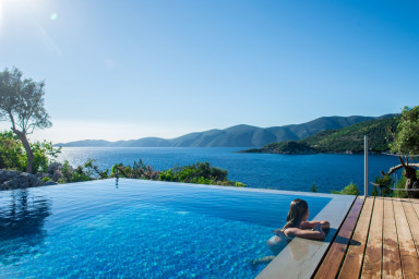 -15%: Exclusive Waterfront Villa,2 private pools & stunning view!