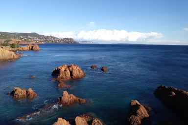 Vue splendide sur la Méditerranée & piscine - W269