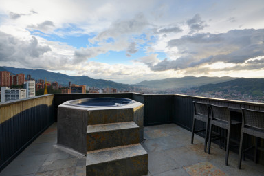 Miro Exquisite Penthouse with Breath Taking Views and Private Jacuzzi
