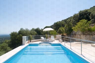 Trulli Elleysi: characteristics trulli with pool with sea view