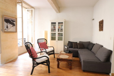 Character stone 1 bedroom apartment with terrace in the heart of Bordeaux