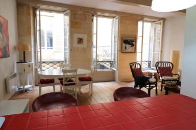 Appartement de caractère dans immeuble typique avec terrasse à Bordeaux