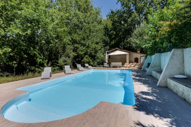 Provençal villa with swimming pool and large garden in Mougins