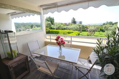 Appartement avec vue mer dans résidence avec piscine et terrain de tennis