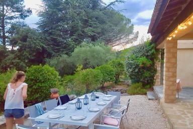 #Maison dans les champs, 4 chambres, piscine accès à pieds à Lourmarin