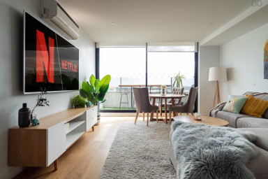 Roxy - Beautiful 2 Bdrm Apt Next To Port Melbourne Beach