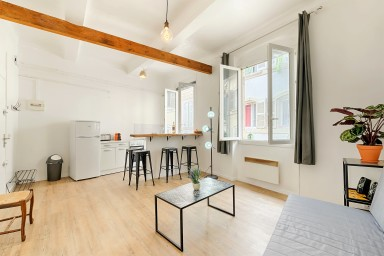 Bright and modern studio in the Old Port district