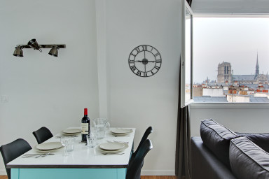 36sqm 1-BDR w/ view on Notre Dame!